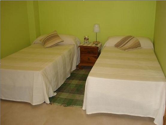 Decoracion habitacion peque a dos camas - Habitacion 2 camas ...