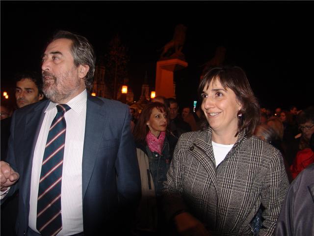20091124230030-alcalde-y-lola.jpg
