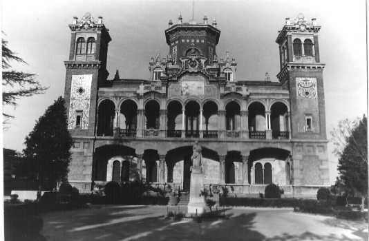 20100630100332-174-30-3-85-fachada-principal-del-palacio-de-larrinaga.jpg