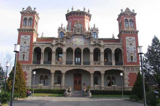 20100630100558-174a-20100121-img-5686-fachada-principal-del-palacio-de-larrinaga.jpg