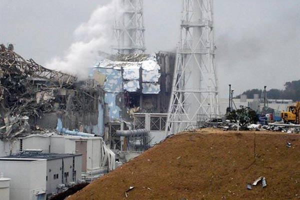 20110602123157-danos-en-la-central-nuclear-de-fukushima.expand.jpg