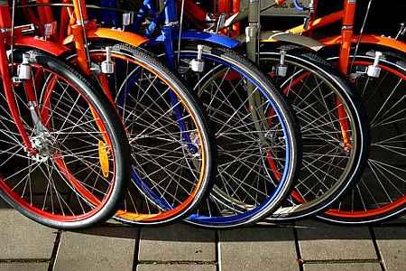 20061129091336-bikes.jpg