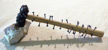20071124160246-con-nuestros-amigos-martillo-imposible-de-tapies.jpg