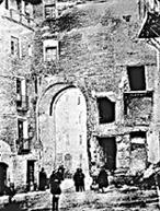 20080102003349-b-la-magdalena-puerta-que-tapa-la-iglesia.jpg