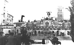 20080401005712-e-funeral-de-palafox-funeral-en-plaza-del-pilar.jpg
