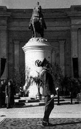 20110329161723-b-estatua-de-franco.jpg