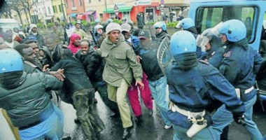 20100109213548-italia-criminaliza-inmigrantes.jpg