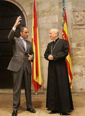 20100214165951-francisco-camps-arzobispo-valencia-generalitat.jpg