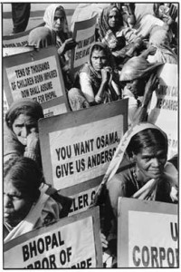 20100612184726-familiares-victimas-bhopal-200x300.jpg