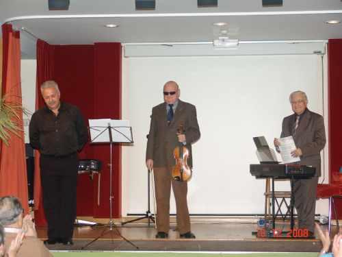 20081220225942-trio2.jpg