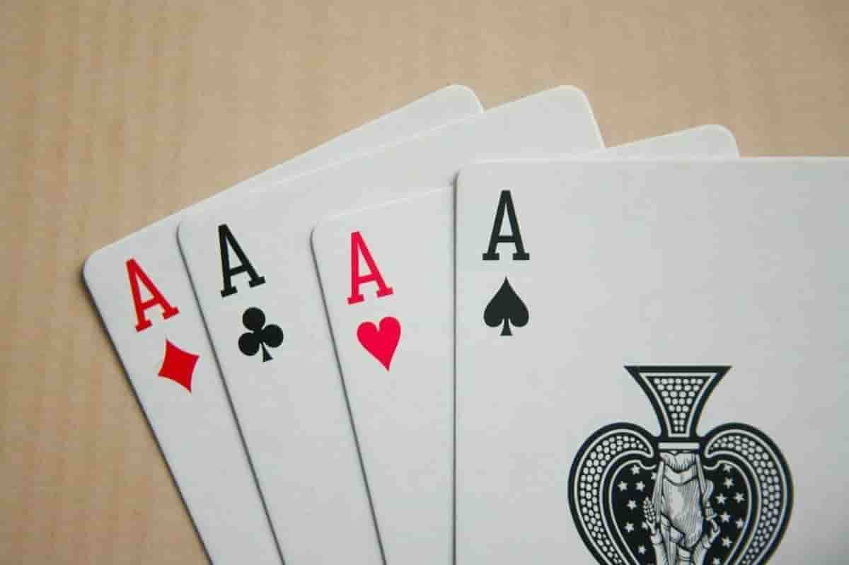 20200826125605-a-que-se-debe-la-popularizacion-del-poker-en-espana-min.jpg