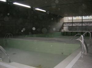 20100902230330-visita-piscinas-del-psiquiatrico-017.jpg