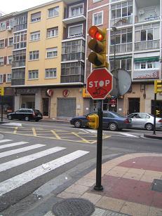 20080224211212-obstaculo-alto-peligroso.-zaragoza-07.jpg
